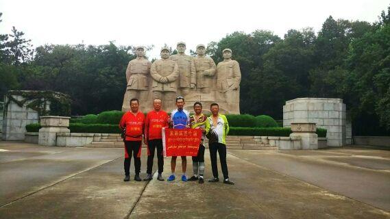 参观武昌起义纪念馆。