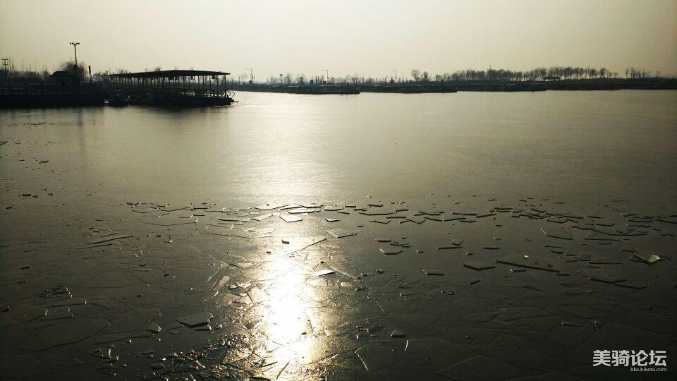 结冰的衡水湖。