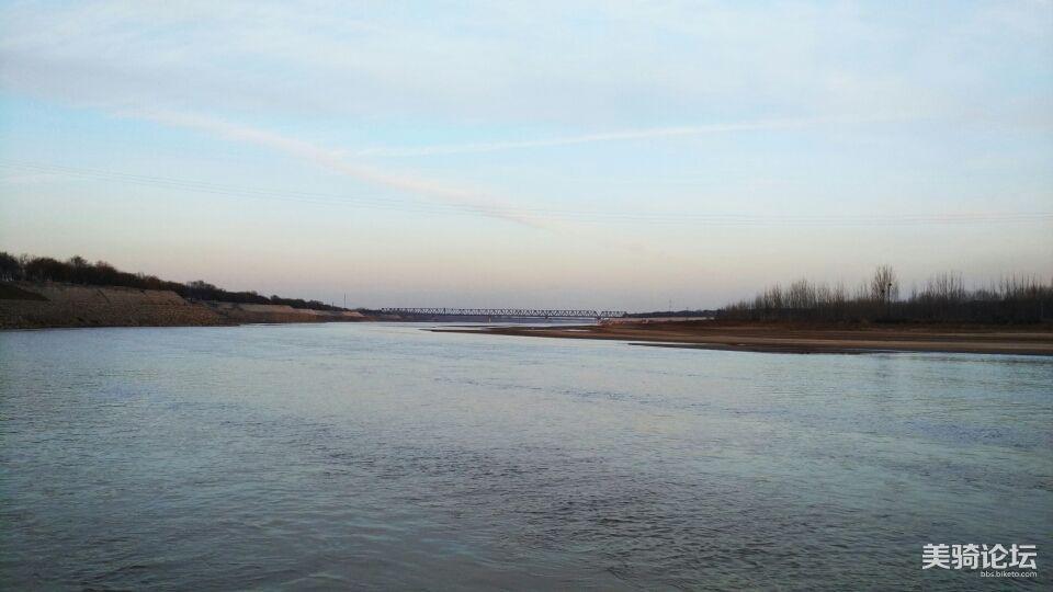 跨过宁静的黄河。