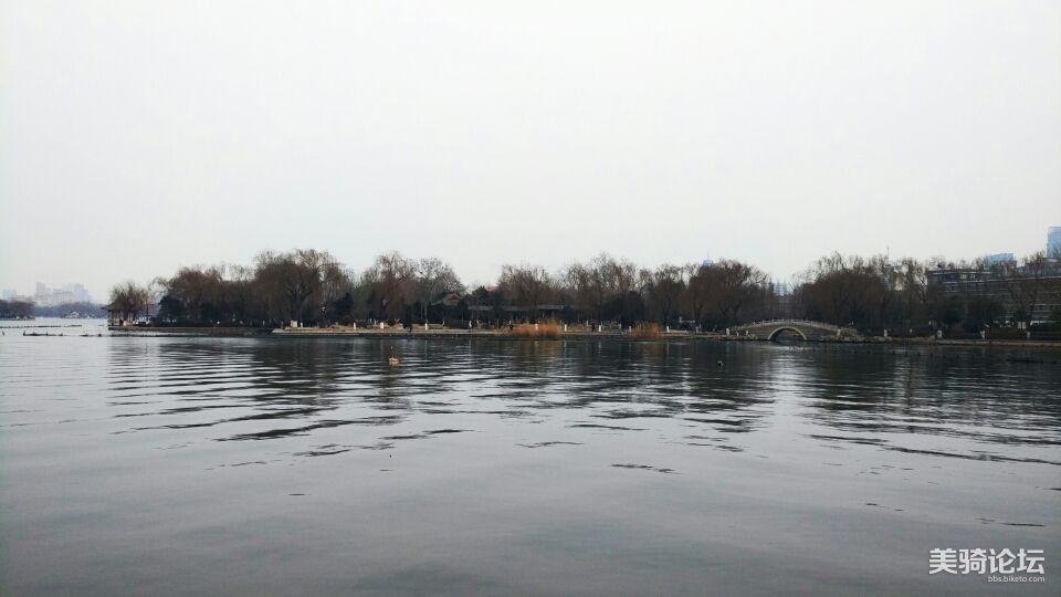 宁静的大明湖。