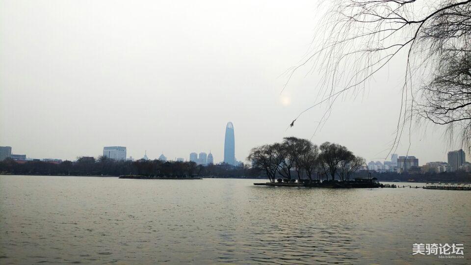 大明湖湖心岛。