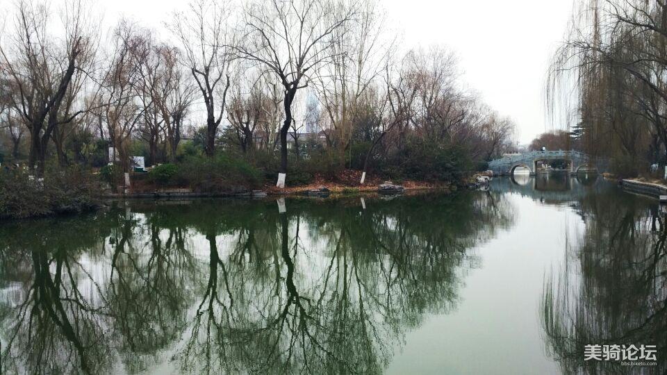 大明湖倒影。