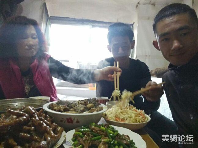 给家人做饭很开心。