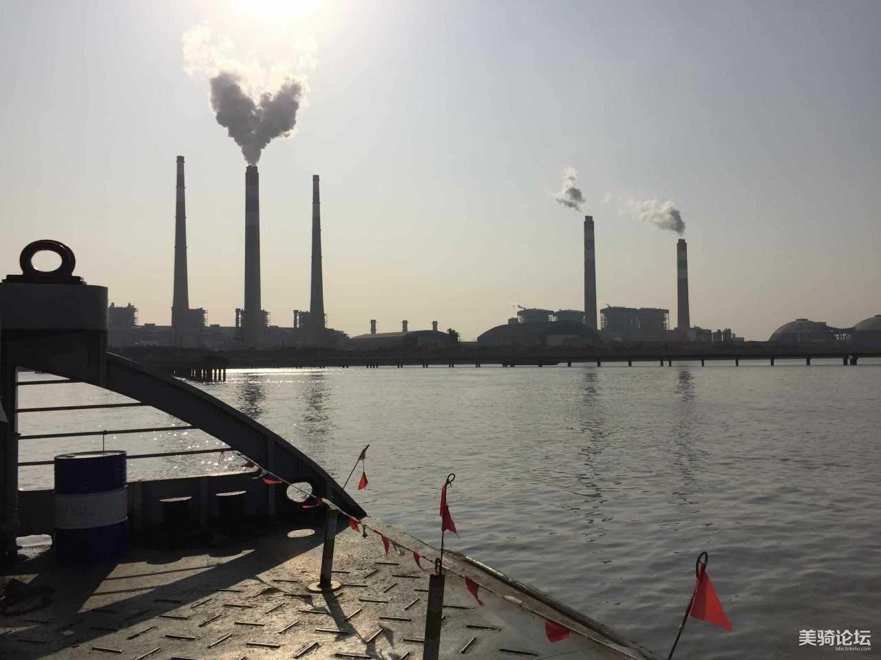 离港前拍到的爱心形烟雾,是个好兆头吧!