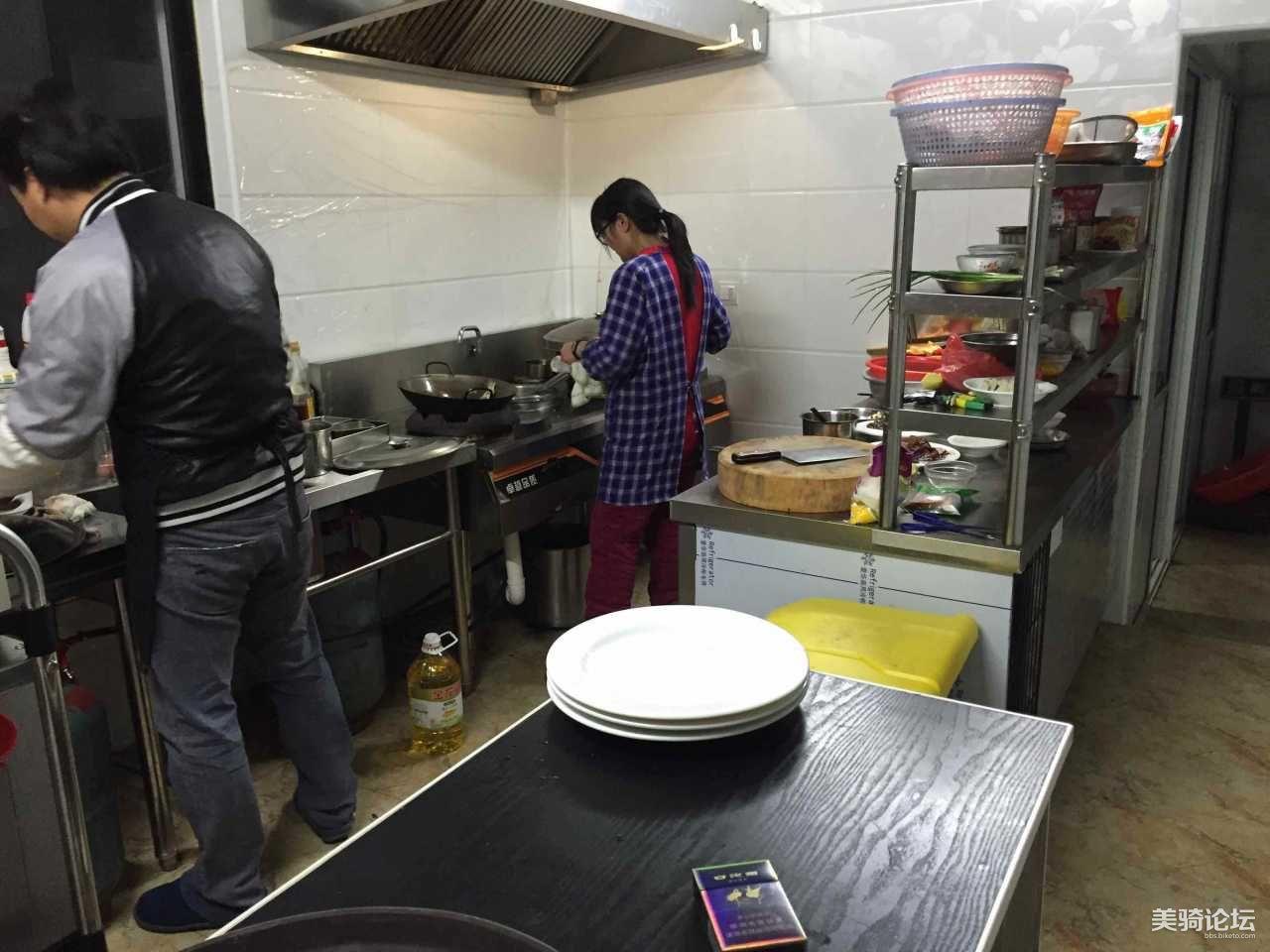 厨房非常整洁干净